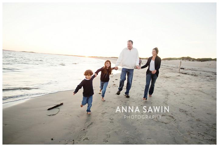 005familybeachphotos_watchhill_rhodeisland_AnnaSawinPhoto