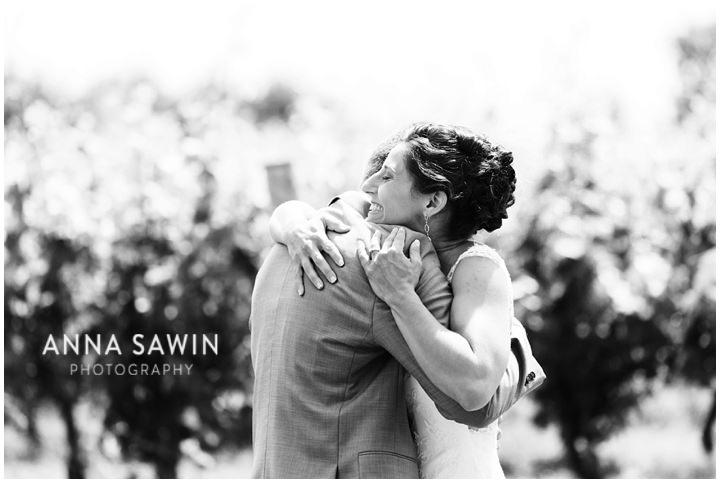 008JonathanEdwardsWinery_Wedding_AnnaSawinPhoto_StoningtonCT_TentWedding