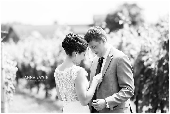 010JonathanEdwardsWinery_Wedding_AnnaSawinPhoto_StoningtonCT_TentWedding