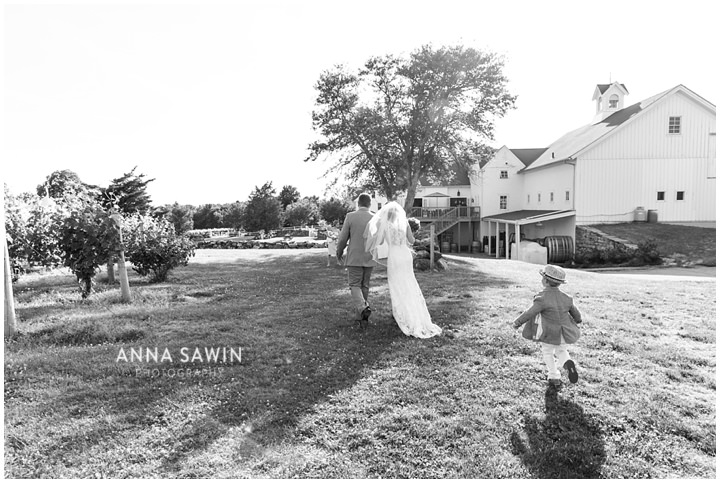025JonathanEdwardsWinery_Wedding_AnnaSawinPhoto_StoningtonCT_TentWedding