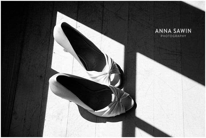 Stonington_Beach_Wedding_WadawanuckClub_AnnaSawinPhotography_StoningtonCT_NavyBlueBridesmaids_ConnecticutShoreline_020