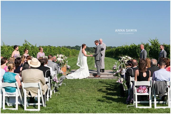 saltwaterfarmvineyard_wedding_Summer_annasawinphotography_stonington_018