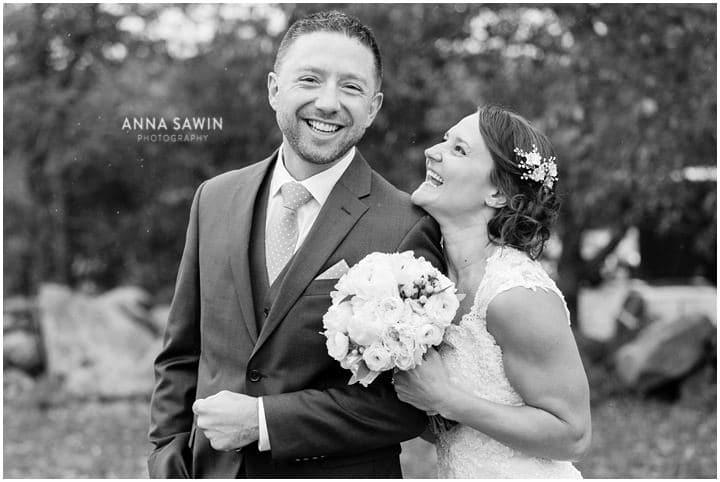jonathanedwardswinery_wedding_october_annasawinphotography_vineyard_ct_009