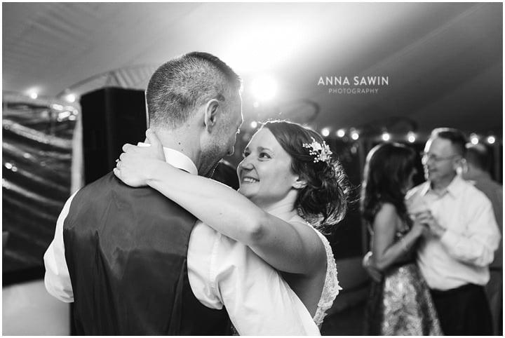 jonathanedwardswinery_wedding_october_annasawinphotography_vineyard_ct_027